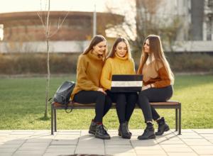 three-college-girls